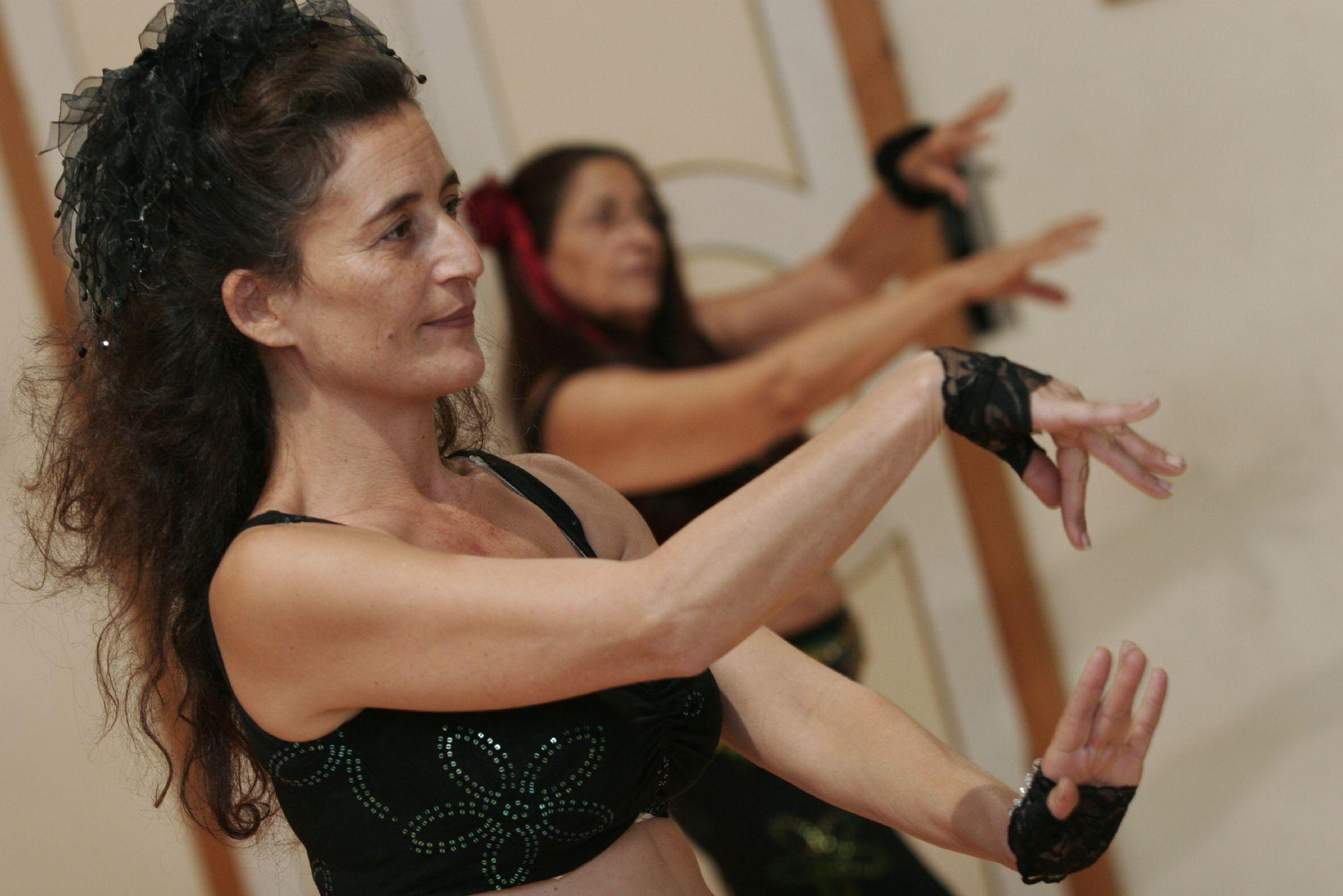 מורה לריקודי בטן טינה גירש